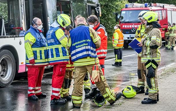У Німеччині вантажівка протаранила автобус, один загиблий