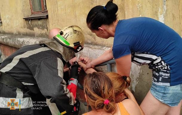 У Кривому Розі діти пристебнули наручниками матір: на допомогу прийшли рятувальники