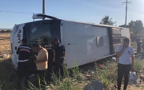 У Туреччині чергова ДТП з автобусом: 33 поранених