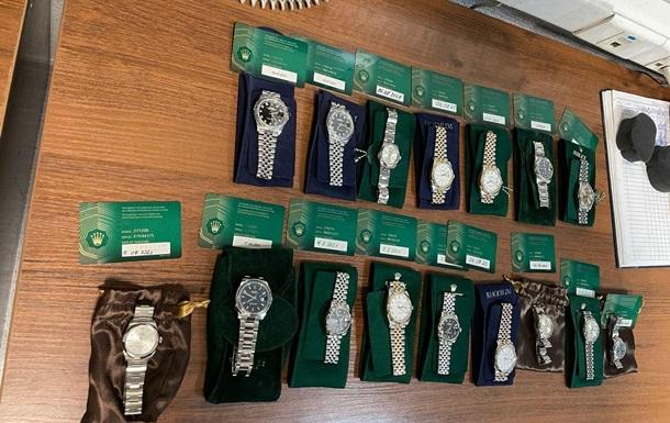 В аеропорту Київ у громадянина США вилучили 16 годинників Rolex