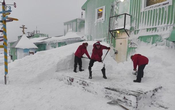 Полярну станцію Академік Вернадський замело снігом