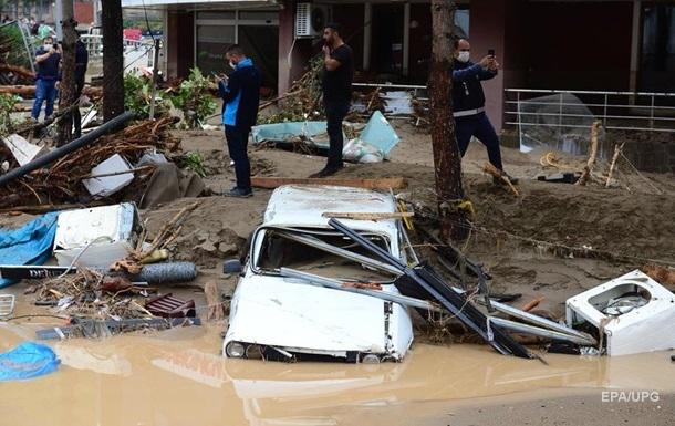 Північ Туреччини затопило після злив