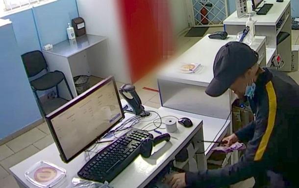 Затримано чоловіка, який пограбував відділення пошти у Києві