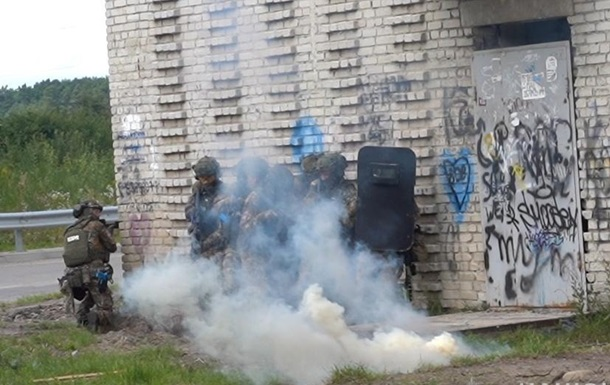 На Львівщині пройшли поліцейські спецнавчання