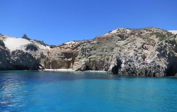 Біля берегів Греції затонуло туристичне судно з пасажирами