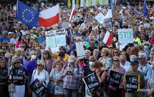Развал коалиции и гнев США. Польша подчиняет СМИ