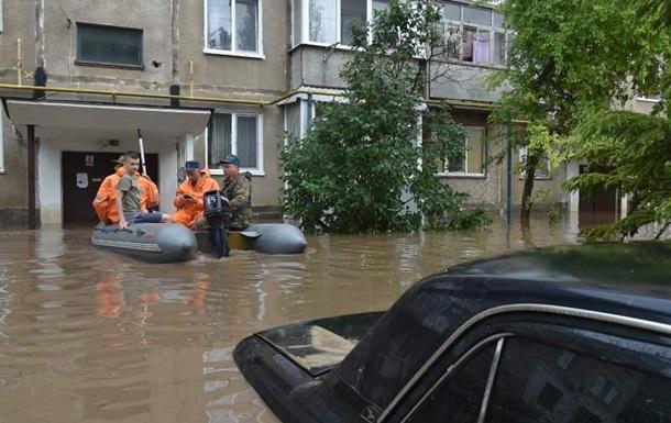 У Керчі через підтоплення перекритий центр