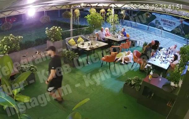 Опубліковано відео стрілянини в ресторані Києва