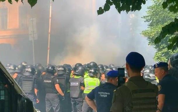 Під ОП постраждали вісім поліцейських - ЗМІ