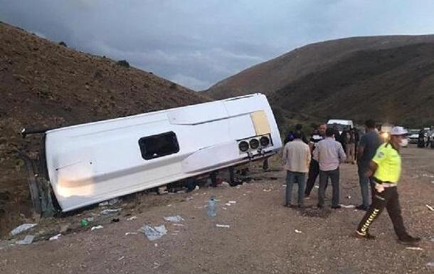 В Турции в ДТП попал автобус с пассажирами, десятки пострадавших