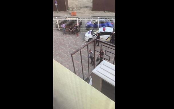 В Одесі з вікна випала дитина, яка приїхала з батьками на відпочинок - ЗМІ