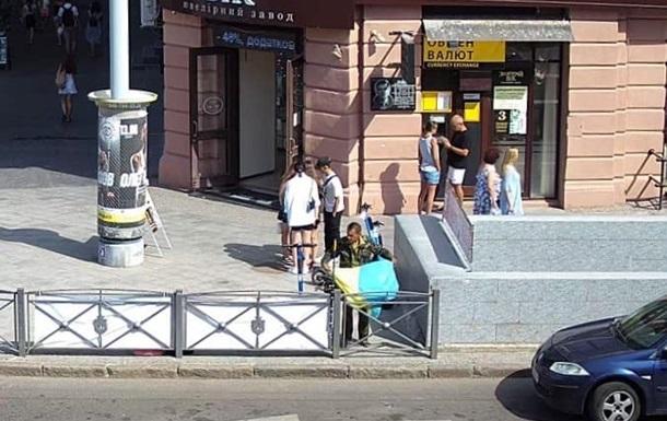 В Одесі чоловік намагався викрасти прапор України