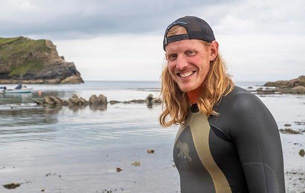 В Британии пловец встретил 50 акул и наслаждался