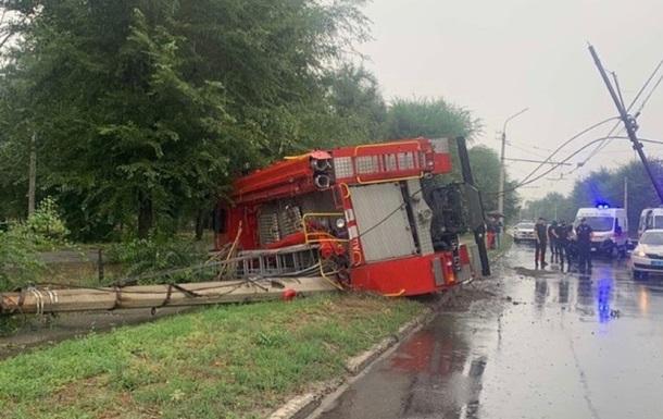 У Сєвєродонецьку пожежна машина врізалася у стовп і перекинулася
