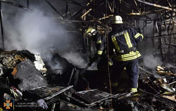В Одесі сталася пожежа в магазині одягу і взуття
