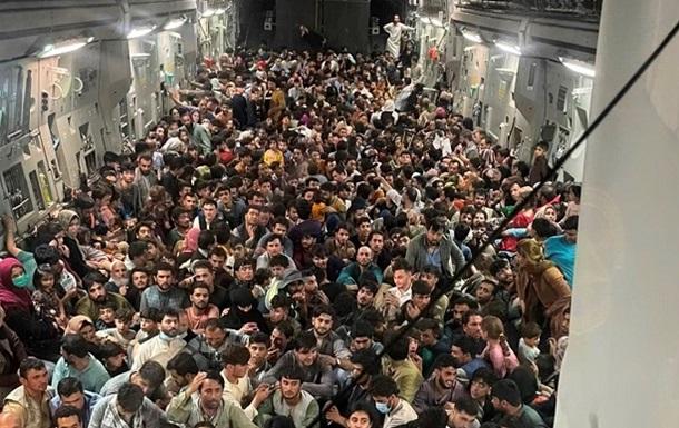 Вантажний літак США вивіз 640 біженців з Кабула