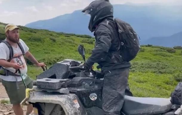 Іноземців на квадроциклах не пустили на гору Петрос