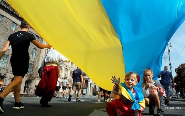 Українською мовою вдома розмовляють близько третини українців