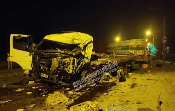 В Днепре столкнулись четыре грузовика, есть жертвы