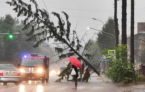 В Хмельницком ливень затопил улицы и дома