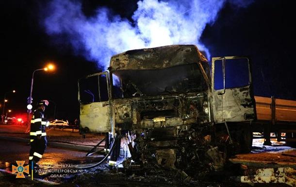 На Дніпропетровщині сталася смертельна ДТП з чотирма вантажівками