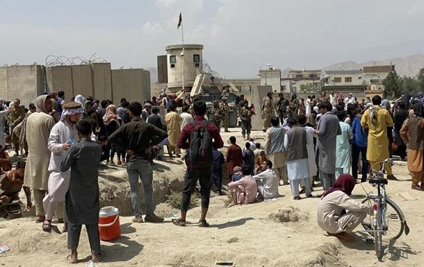 Військові США стріляли в аеропорту Кабулу