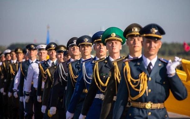 Військові на репетиції параду до Дня Незалежності заспівали про Путіна