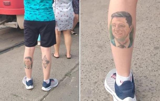Українець зробив на нозі татуювання з портретом Зеленського