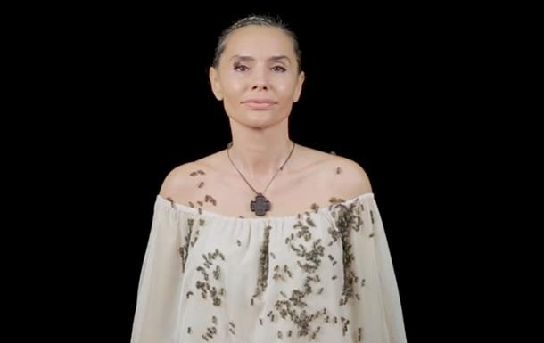 Дочка Ющенка повторила відео з бджолами Анджеліни Джолі