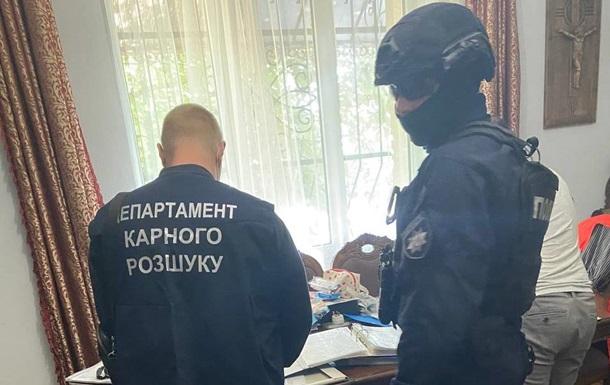 Троє аферистів заволоділи квартирами іноземців у Києві