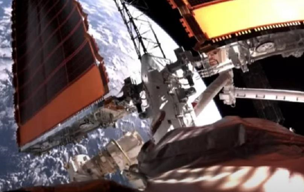Астронавты Китая повторно вышли в открытый космос