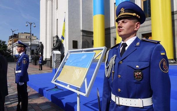 Флаг Независимости Украины выставили перед Верховной Радой