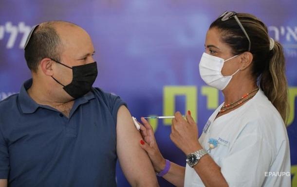 Премьер-министру Израиля сделали третью прививку от COVID