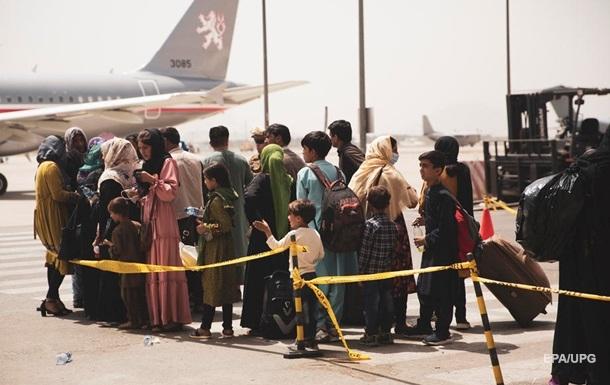 Україна запропонувала США допомогу в евакуації афганців