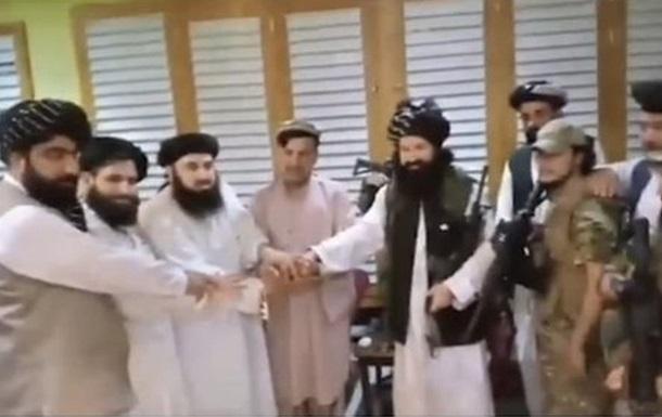 Брат президента Афганістану присягнув  Талібану