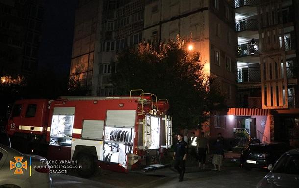 У Дніпрі пожежні врятували чоловіка з квартири у вогні