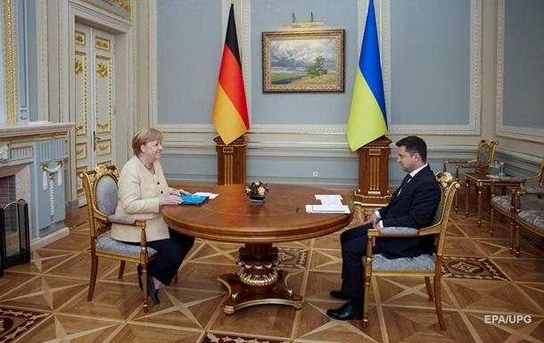 Зеленський нагородив Меркель орденом Свободи