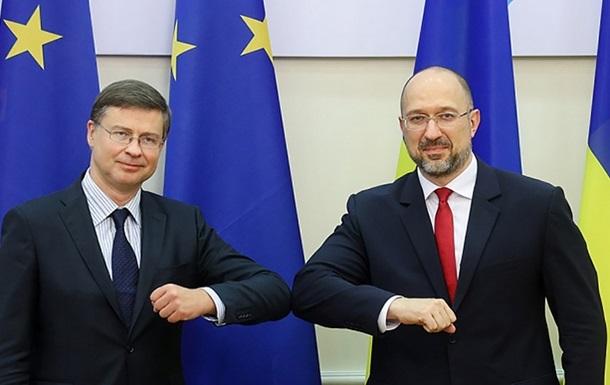 В ЕК предупредили Киев об угрозе потери транша ЕС