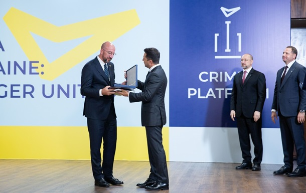 Зеленський вручив нагороди учасникам Кримської платформи