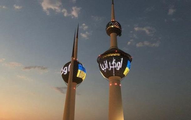 На Кувейтских Башнях появился сине-желтый флаг