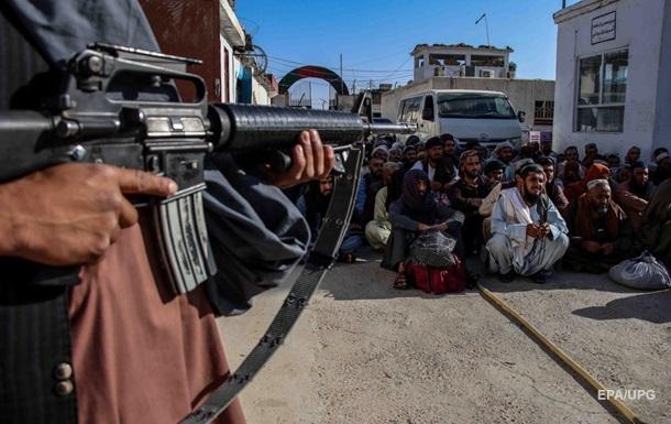 Талібан  заборонив вивозити долари з Афганістану