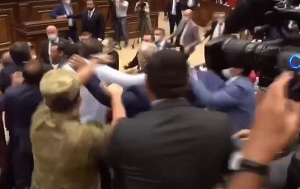 У парламенті Вірменії відбулися дві бійки