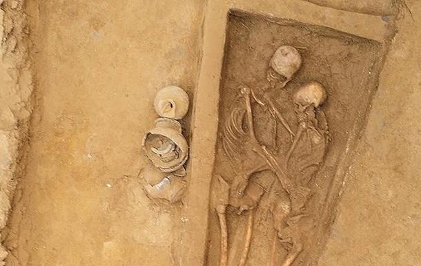 У Китаї знайшли останки закоханої пари, якій півтори тисячі років
