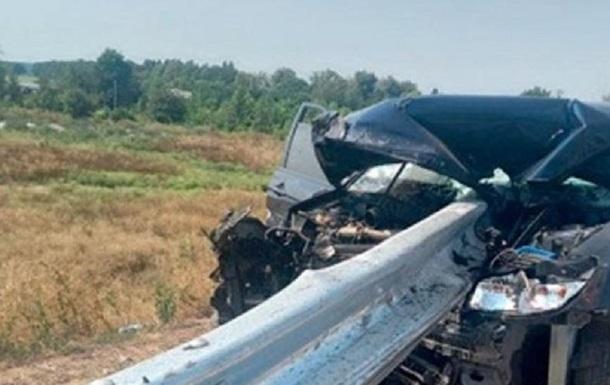 На Полтавщині авто влетіло у відбійник: двоє загиблих
