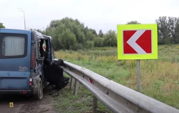 У Рівненській області мікроавтобус влетів у відбійник, двоє загиблих