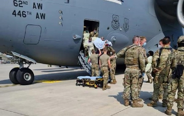 Народжену на борту літака ВПС США афганську дівчинку назвали на його честь
