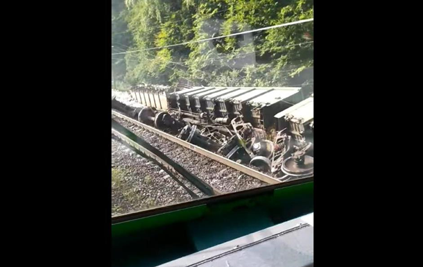 З явилися відео з аварії поїзда на Львівщині