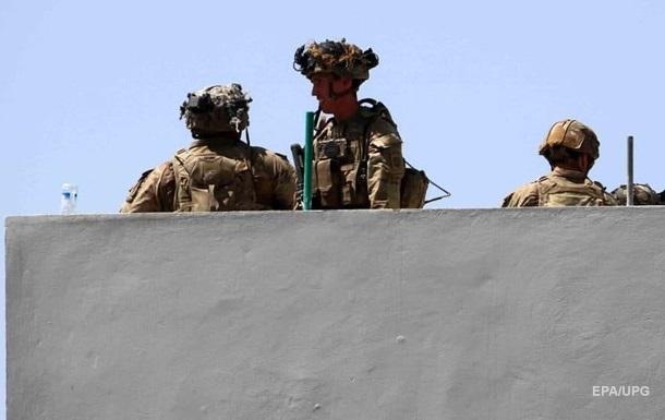 Військові США продовжують евакуацію з Кабула і готуються до військової відповіді
