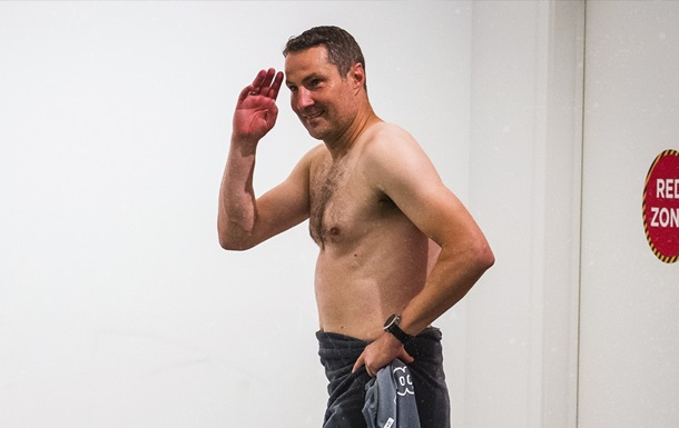 Тренер Антверпена пришел на брифинг без одежды