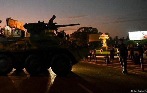 Припиніть озброювати вбивць : що робити з українськими БТРами для М янми